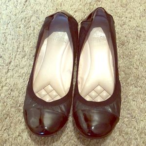 Vince Camuto black leather flats Size 8